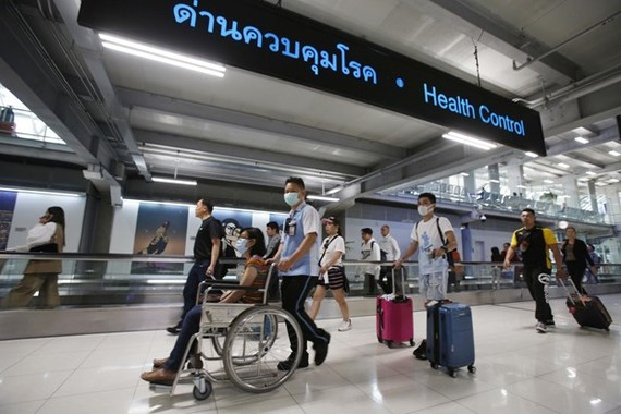 Suvarnabhumi Airport is adopting stricter health measures to monitor travellers arriving from China where a mysterious viral pneumonia has broken out. (Photo: bangkokpost.com)
