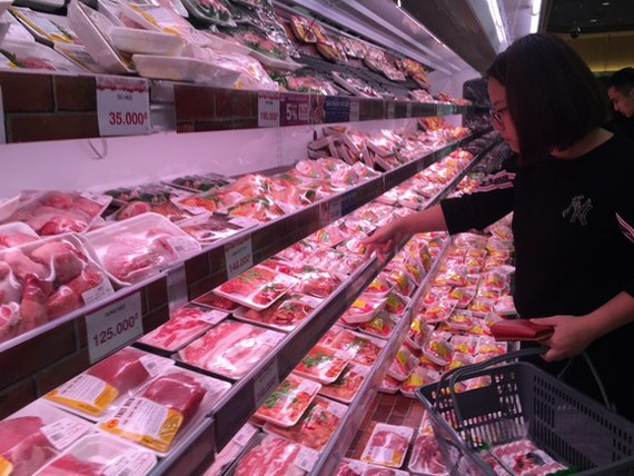 Pork price has reduced VND10,000-20,000 a kilogram, according to the Ministry of Industry and Trade (Photo: SGGP)