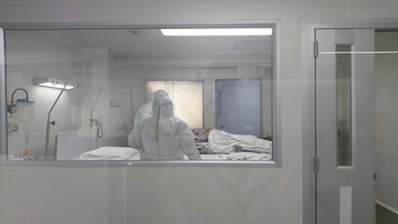 A patient infected with the novel coronavirus quarantined in a hospital in Thailand (Photo: Reuters)