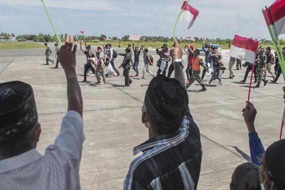 Indonesian citizens return home after 14-day quarantine on Natuna island. (Photo: Antaranews)