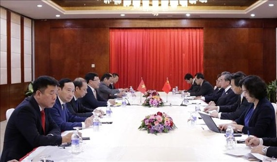 At the meeting between Vietnamese Deputy Prime Minister and Foreign Minister Pham Binh Minh and Chinese State Councilor and Foreign Minister Wang Yi (Photo: VNA)