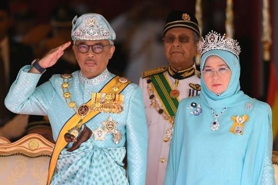 Malaysian King Sultan Abdullah Sultan Ahmad Shah (left). (Photo: AFP)