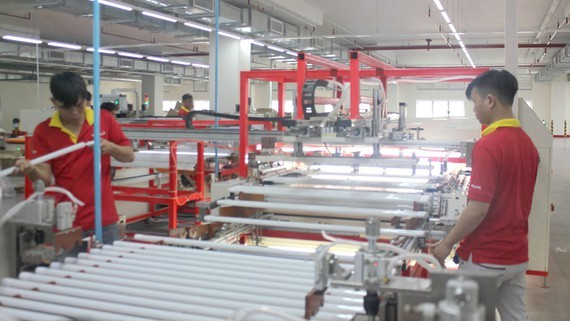 Businesses have struggled to find domestic material supply sources to maintain production (Photo: SGGP)