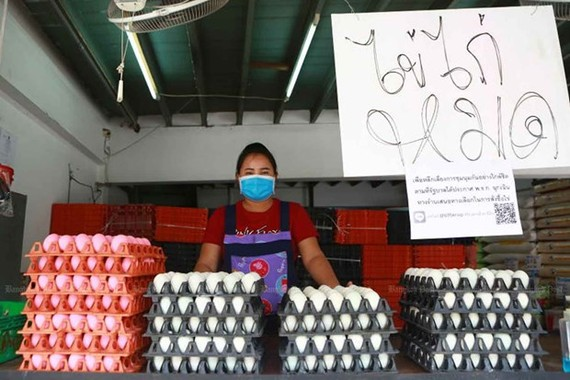 """A vendor sells duck eggs in front of a sign reading """"out of chicken eggs"""", at Pak Nam market in Samut Prakan province (Photo:https://www.bangkokpost.com/)"""