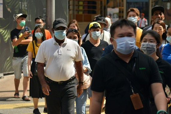 People wear face masks to avoid COVID-19 infection in Kuala Lumpur, Malaysia, on March 14 (Photo: Xinhua/VNA)