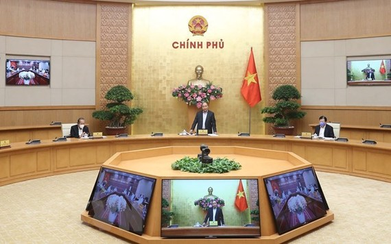 PM Nguyen Xuan Phuc speaks at the meeting (Photo: VNA)