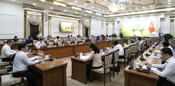 The video conference between Prime Minister Nguyen Xuan Phuc and HCMC on May 8 (Photo: SGGP)