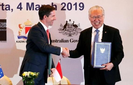 Indonesian Trade Minister Enggartiasto Lukita (R) and his Australian counterpart Simon Birmingham. (Photo: Reuters)