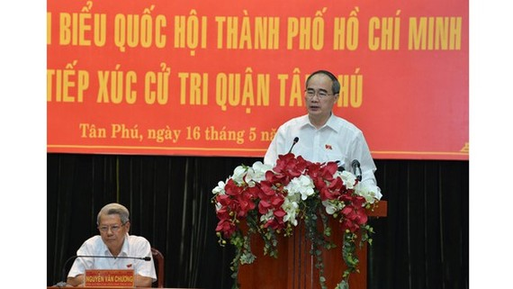 Secretary of HCMC Party Committee Nguyen Thien Nhan makes a statement at the meeting with deputies in Tan Phu District on May 16 (Photo: SGGP)