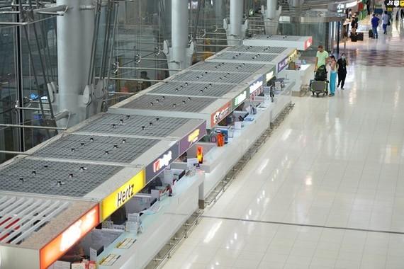 The deserted scene at Suvarnabhumi airport in Bangkokon March 16 amid the spread of COVID-19 (Photo: Xinhua/VNA)