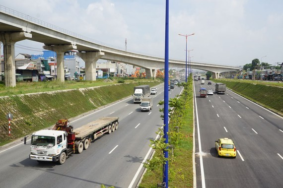 Flyover system at the intersection in front of Vietnam National University - HCMC (Photo: SGGP)