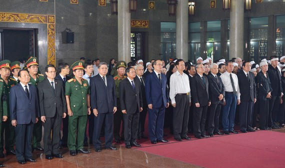Leaders of the Party, State and HCMC at the state funeral for Mr. Tran Quoc Huong in HCMC on June 15 (Photo: SGGP)