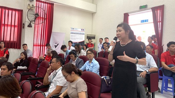 Representative of Duy Khanh Mechanical Co., Ltd speaking at the forum