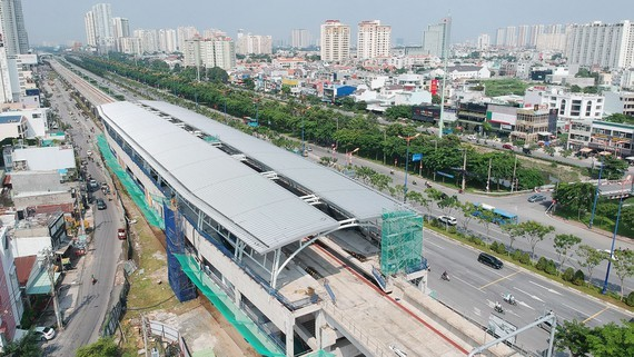 A rapid train station for metro Line 1 (Ben Thanh to Suoi Tien)