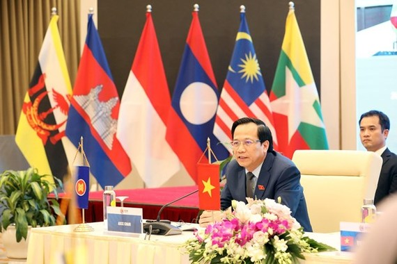 Minister of Labour, Invalids and Social Affairs Dao Ngoc Dung speaks at the 24th meeting of the ASEAN Socio-Cultural Community Council in Hanoi on November 6 (Photo: VNA)
