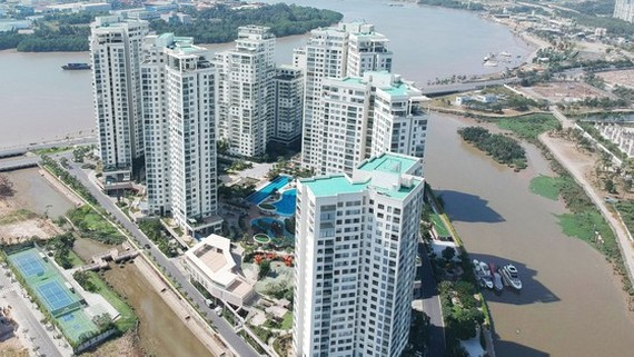Diamond Island complex in District 2 whose investor has not granted red books to all inhabitants (Photo: SGGP)