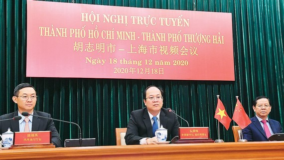 Leaders of Ho Chi Minh City and China's Shanghai City hold a virtual meeting on December 18 to discuss ways to further promote bilateral cooperation. (Photo: SGGP)