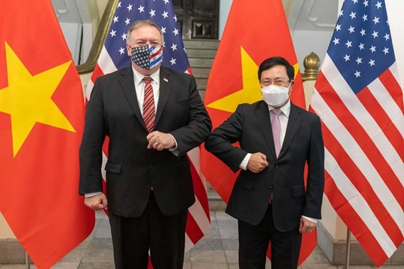 Secretary of State Michael R. Pompeo meets with Vietnamese Deputy Prime Minister and Foreign Minister Pham Binh Minh in Hanoi on October 30, 2020. (Photo: US Department of State)