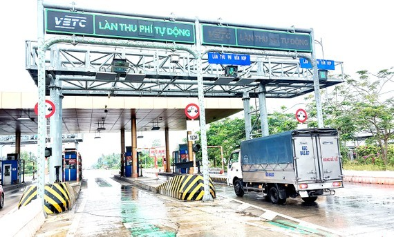 An electronic toll collection (ETC) booth in Soc Trang (Photo: SGGP)