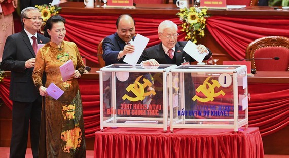Mr. Nguyen Phu Trong, Mr. Nguyen Xuan Phuc, Ms. Nguyen Thi Kim Ngan and Mr. Tran Quoc Vuong cast ballots to vote the 3th Party Central Committee. (Photo: SGGP)