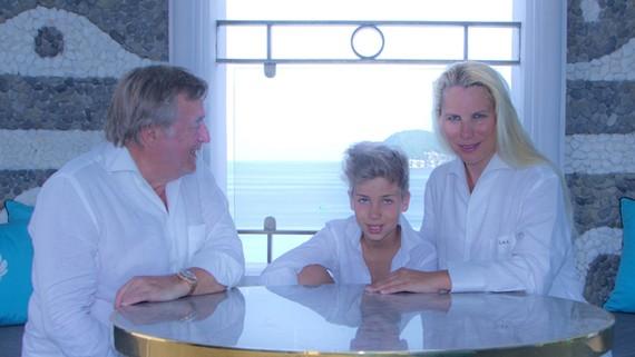 Tỷ phú Thụy Sỹ Christian A. Larpin cùng gia đình