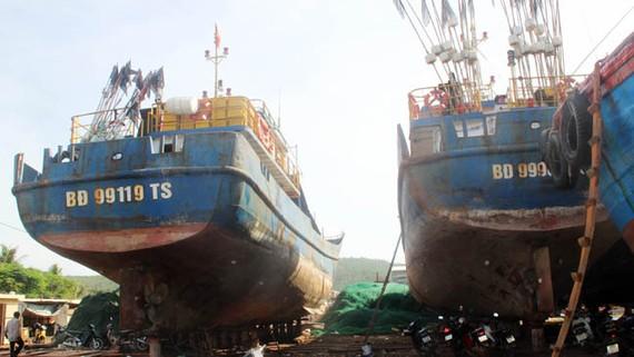 Số tàu hư hỏng, kém chất lượng kéo về khắc phục tại cảng Tam Quan (Hoài Nhơn)