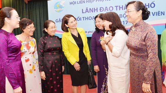 Lãnh đạo TPHCM trao đổi với cán bộ, hội viên phụ nữ tiêu biểu