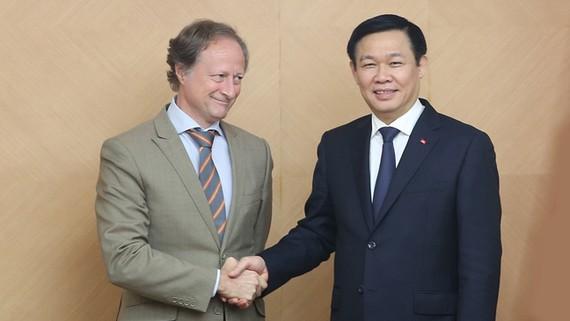 Phó Thủ tướng Vương Đình Huệ tiếp Đại sứ EU tại Việt Nam. Ảnh: VGP/Thành Chung
