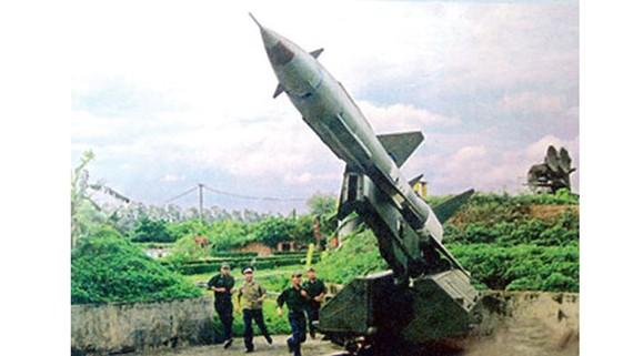 """Hệ thống tên lửa S.75 trong trận """"Điện Biên Phủ trên không"""" (1972) đã bắn rơi nhiều máy bay B52 Mỹ, bảo vệ bầu trời Hà Nội."""