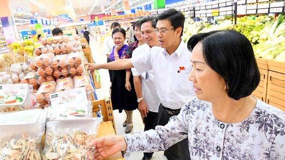 đoàn công tác của HĐND TPHCM kiểm tra việc chuẩn bị nguồn hàng hóa Tết