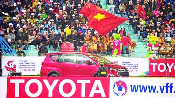 Sắc đỏ Innova Venturer  góp mặt trong trận chung kết