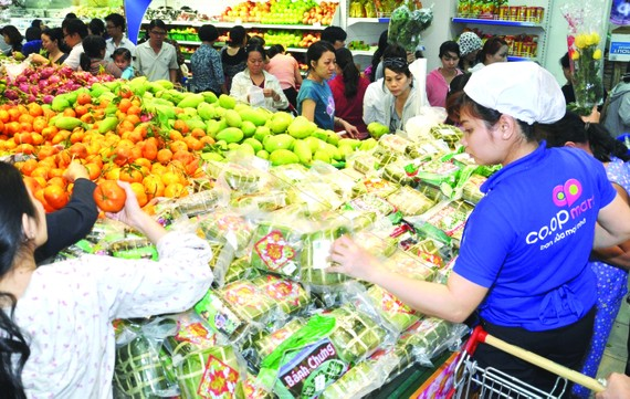 Hàng hóa dồi dào và an toàn giúp hệ thống siêu thị Co.opmart trên cả nước thu hút một lượng lớn khách hàng vào các dịp mua sắm cao điểm, đặc biệt là lễ tết