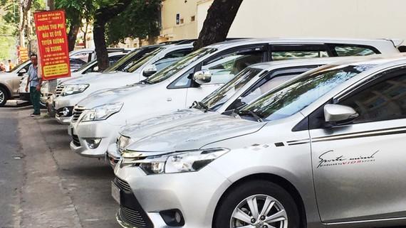 Vỉa hè đường Tú Xương thành bãi đậu xe miễn phí