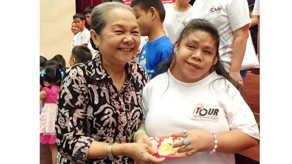 Niềm vui của bà Khánh ở tuổi xế chiều chính là nhìn thấy các em nhỏ, người khuyết tật được chăm lo chu đáo