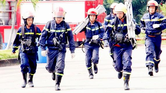 Người lính chữa cháy luôn là hình ảnh đẹp trong lòng người dân