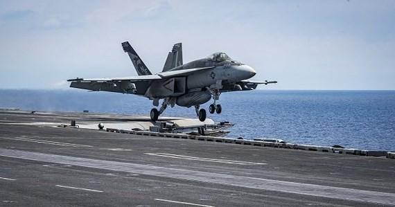 Một chiến đấu cơ cất cánh từ tàu sân bay Carl Vinson. Ảnh USNI