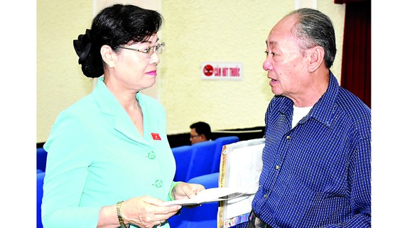 Chủ tịch HĐND TPHCM Nguyễn Thị Quyết Tâm trao đổi với cử tri  quận Thủ Đức, TPHCM