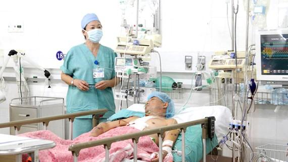 Bệnh nhân Trần Tuấn được chăm sóc đặc biệt sau ca ghép tim thành công