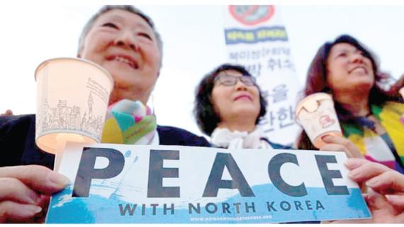 Người dân Hàn Quốc cầu nguyện hòa bình cho bán đảo Triều Tiên