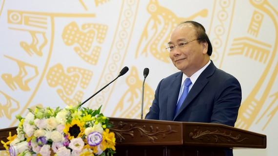 Thủ tướng Nguyễn Xuân Phúc phát biểu tại cuộc gặp mặt - Ảnh: VGP/Quang Hiếu