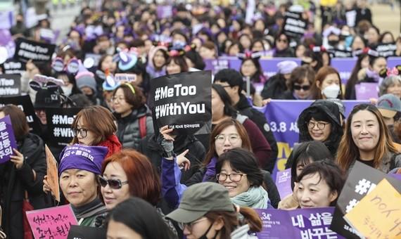 Nhiều phụ nữ Hàn Quốc xuống đường ủng hộ phong trào  #MeToo