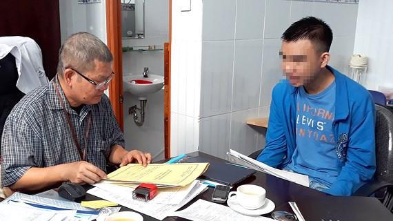 Bác sĩ Nguyễn Ngọc Quang, Giám đốc Trung tâm Pháp y tâm thần khu vực TPHCM, đang giám định cho một đối tượng