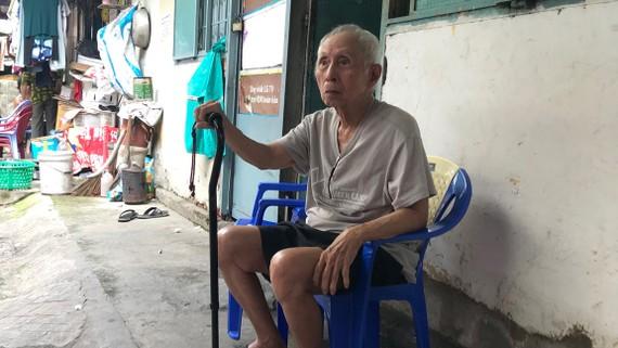 Ông Nguyễn Văn Ba bị giải tỏa hơn 80m2 nhà đất ở phường Bình Khánh, quận 2 hiện vẫn đang tạm cư, chờ TPHCM giải quyết dứt điểm.  Ảnh: KIỀU PHONG