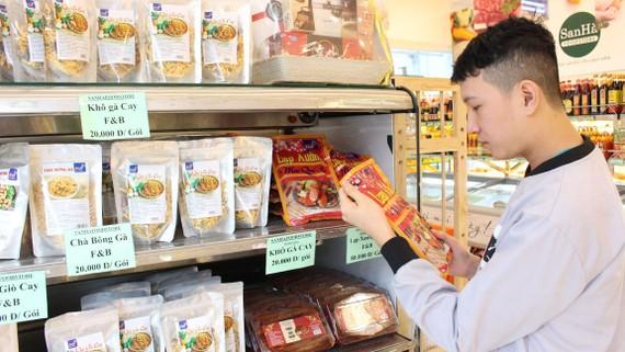 Tăng sản phẩm, dịch vụ mới, người tiêu dùng thỏa sức mua