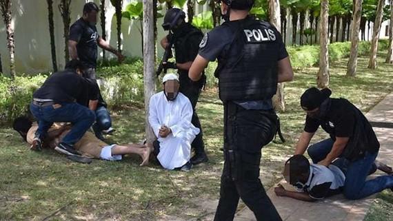 Cảnh sát Malaysia bắt giữ 9 nghi can khủng bố. Ảnh: channelnewsasia.com