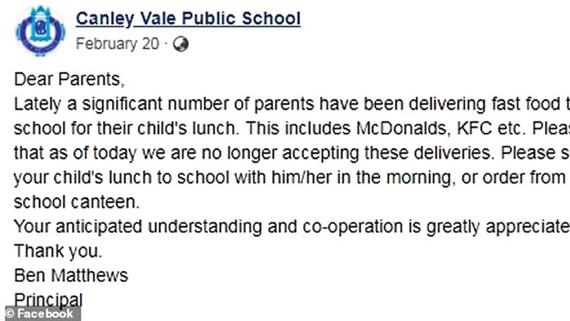 Trường tiểu học cấm đồ ăn nhanh