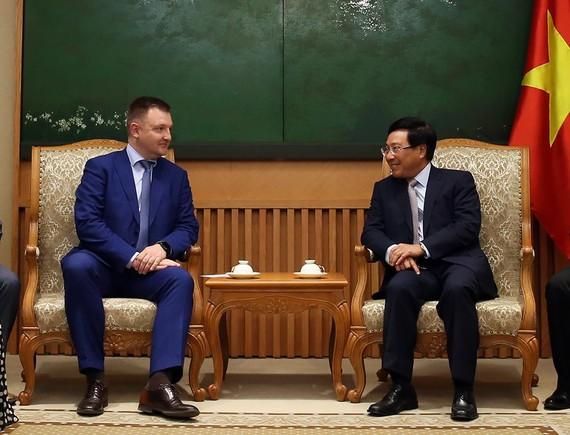 Phó Thủ tướng Phạm Bình Minh tiếp ông Alexander Bugayev, Chủ tịch Cơ quan Liên bang Nga về công tác thanh niên. Ảnh: VGP/Hải Minh