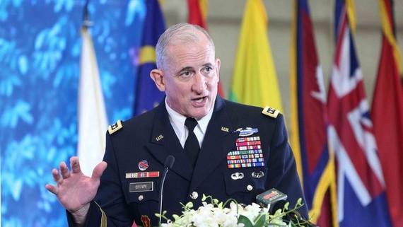 Chỉ huy Lục quân Thái Bình Dương Mỹ Robert Brooks Brown