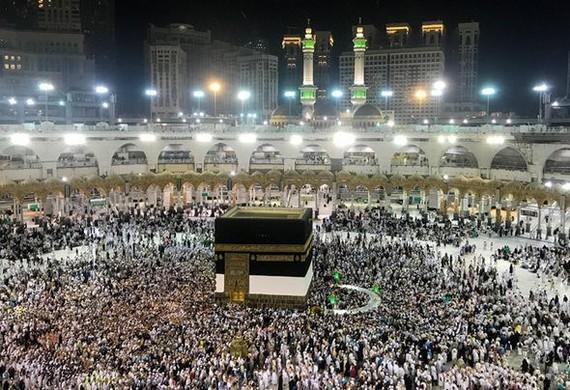 Các tín đồ Hồi giáo cầu nguyện tại Thánh địa Mecca. Ảnh: Getty Images