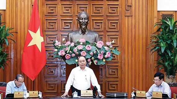 Thủ tướng Nguyễn Xuân Phúc chủ trì cuộc họp Thường trực Chính phủ chiều 13-8. Ảnh: TTXVN